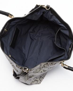 ブラック×ホワイトスネーク BENSON ラージカウレザートートバッグ見る