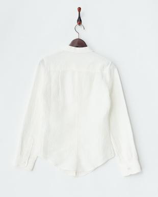 オフホワイト リネン素材スキッパーシャツ見る