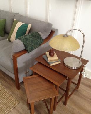 ブラウン (ウォールナット)木製ネストテーブル見る