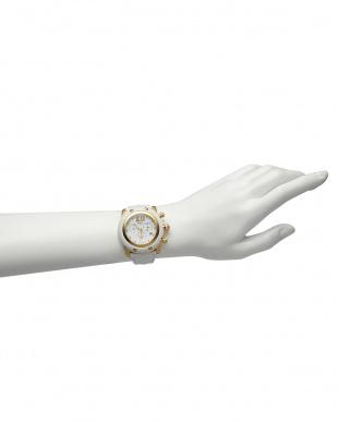 ホワイト×ホワイト  MIAMI マテラッセレザーベルト腕時計見る