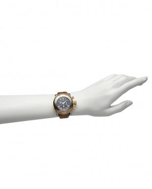 ネイビー×ライトブラウン  MIAMI パテントアリゲーターパターンレザーベルト腕時計見る