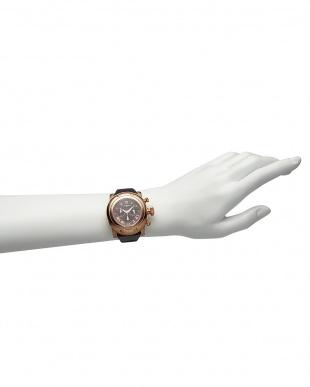 ブラウン×ブラウン  MIAMI パテントアリゲーターパターンレザーベルト腕時計見る