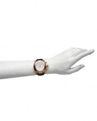 ホワイト×ブラック MIAMI パテントマテラッセレザーベルト腕時計見る