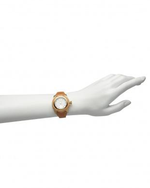 ホワイト×ベージュ MIAMI Palm Beach ダイヤインデックス×レザーベルト腕時計見る