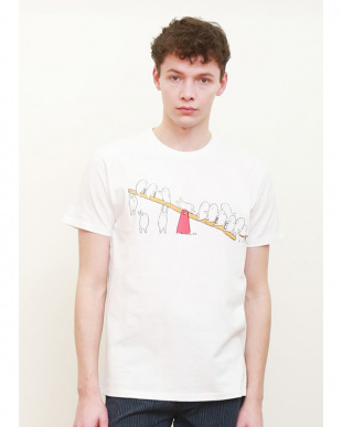 ホワイト Tシャツ シーソー見る
