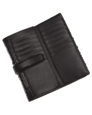 ブラック  スナップベルト留め長財布見る