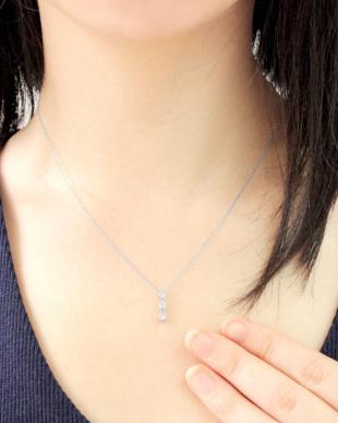 K18WG  天然ダイヤモンド0.3ct スリーストーン ネックレス見る