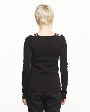 ブラック メタルパーツ装飾オフショル調ニット見る