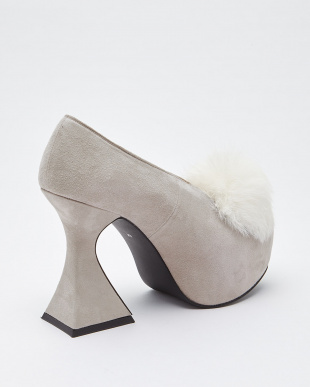 GREY POM POM FLARED HEEL BOOTIES見る
