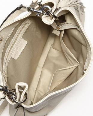 ベージュ  イタリアンカーフ2本ストラップ付きバッグ見る