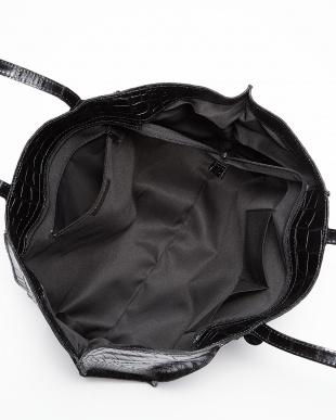 ブラック  クロコ型押しトートバッグ見る