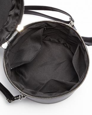 ブラック  タッセルチャーム付きバケツ型バッグ見る