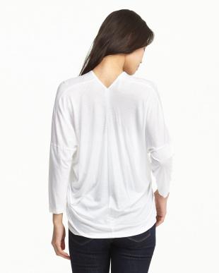 white  ウォッシャブルヴィスコース VネックTシャツ見る