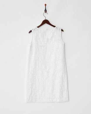 ホワイト 刺繍入りシアーノースリワンピース見る