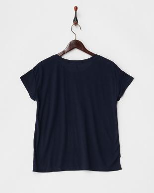 ネイビー  カットソー・プリント半袖Tシャツ フロントラウンドヘム見る