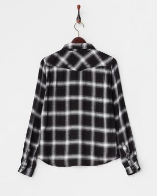 黒×白 チェック  ポケット付きシャツ見る