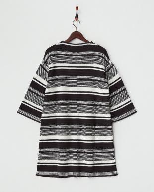 ブラック×ホワイト ボーダー編みノーカラーコート見る