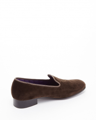 BROWN  EXCLUSIVE C/Velvet Pumps ロゴ刺しゅう見る