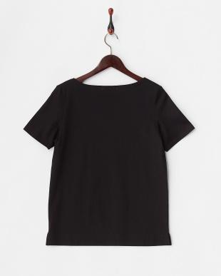 ブラック  ボートネックTシャツ見る