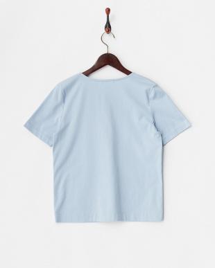 ブルー  キーネックTシャツ見る