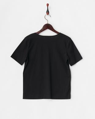 ブラック  キーネックTシャツ見る
