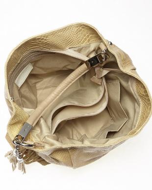 ベージュ  ダブルフリンジチャーム付きパイソン型押し大容量バッグ見る