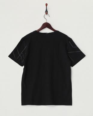 ブラック プリントクルーネックTシャツ見る