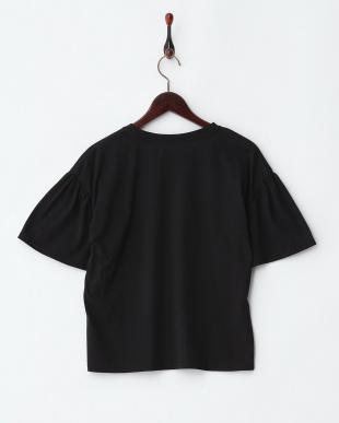 ブラック  花刺繍フレア袖Tシャツ見る