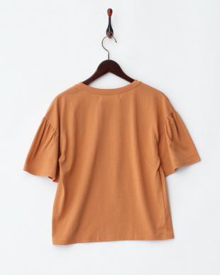 オレンジ  花刺繍フレア袖Tシャツ見る