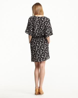 白×黒  ベルト付プリントドレス・シルクシフォン見る
