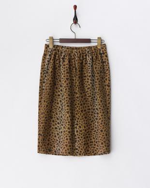 ベージュ レオパード柄スカート見る