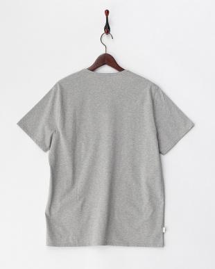 グレー  胸ポケット付きTシャツ見る