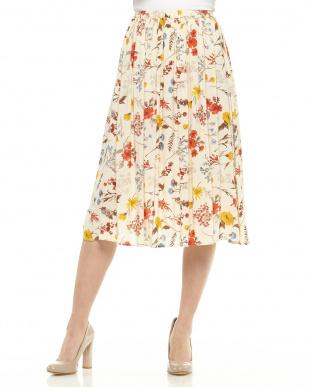 ホワイト  花柄スカート見る