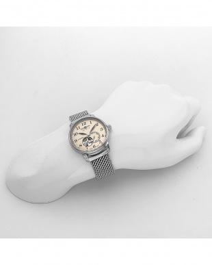アイボリー オープンハート 自動巻き ステンレスメッシュ腕時計見る