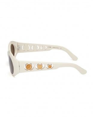 ホワイト 3連デザインテンプルサングラス見る