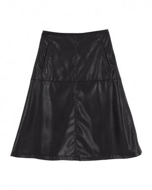 ブラック  フェイクレザー台形スカート見る