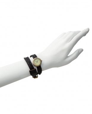 ブラック  腕時計1・編み込み3連ベルト見る