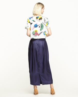 ホワイト/ネイビー 半袖トップス+タック入りシルクスカート見る