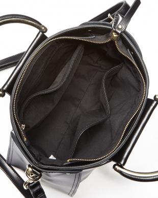 ブラック  鋲留めレザー2WAYハンドバッグ見る