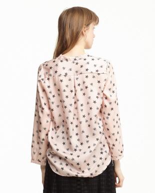 ピンク  ハチ柄 プルオーバーシャツ見る
