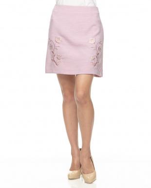 ピンク 刺繍台形スカート見る