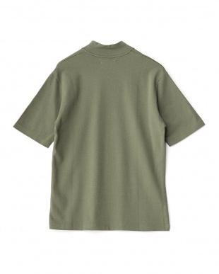 モスグリーン モックネックTシャツ見る