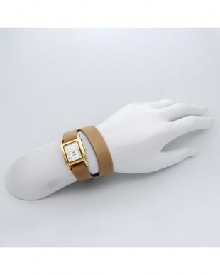 ベージュ GIFT BOXES レザーベルト腕時計見る