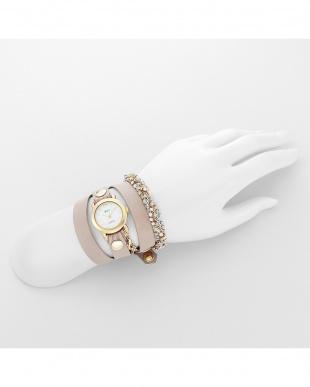 ピンクベージュ CRYSTAL レザーベルト腕時計見る