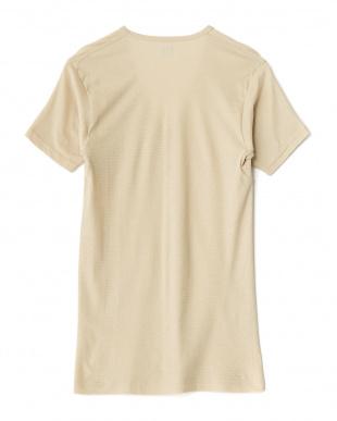 ベージュ  吸水速乾 ワキ汗ジミ防止 22cmVネックTシャツ見る