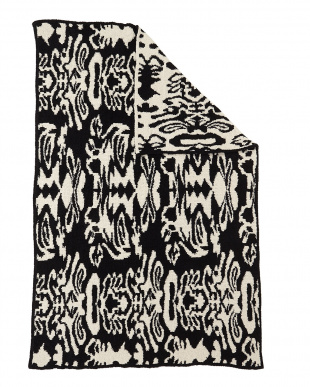 BLACK/MALT  THROW DAMASK PATTERNED ブランケット見る