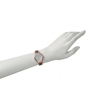 ピンク Eco-Drive クロノグラフ時計 ステンレスバンド見る
