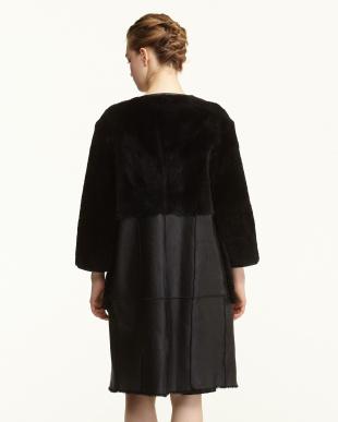 ブラック ノーカラー羊革コート見る