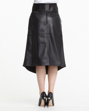 ブラック ラムレザー 裾ラウンド スカート見る