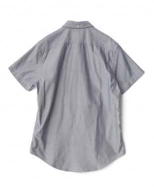 グレー系 刺繍入り 半袖ボタンダウンシャツ見る